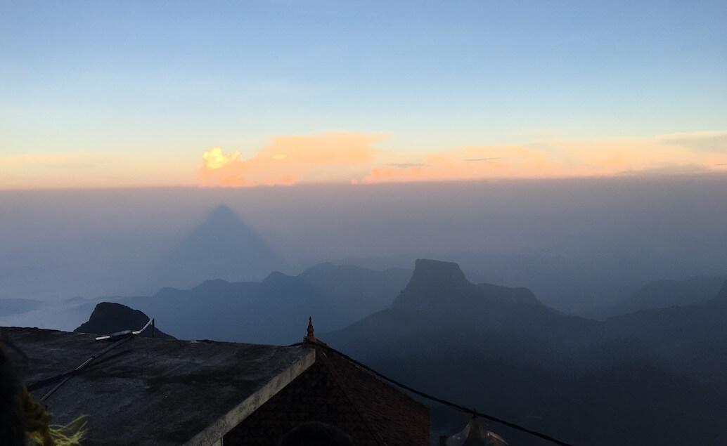 stín Adam's peaku