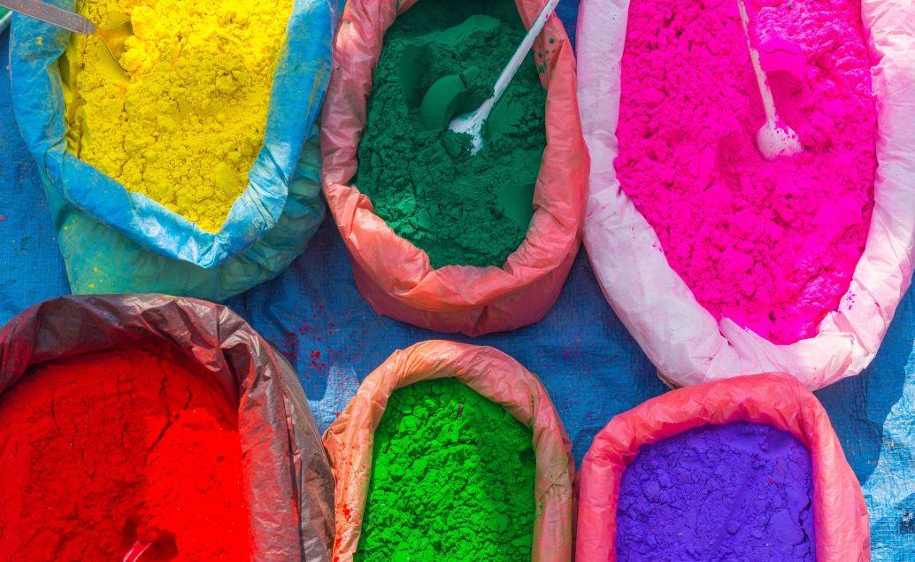 Jóga v Indii během festivalu Holi